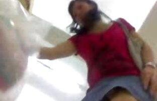 エロソロの過程でシシィを固執する若いslut 女子 が 見る av 無料 stroking手